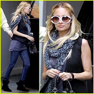 Nicole Richie is a Traffic School Student