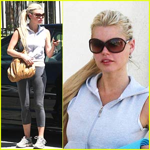 Sophie Monk Yearns for Yoga
