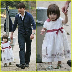 Tom Cruise and Suri Play at the Park