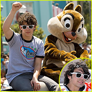 Join the Jonas Brothers Parade