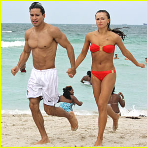 Mario Lopez S Dirty Dancing Bikini Karina Smirnoff Mario Lopez Shirtless Just Jared