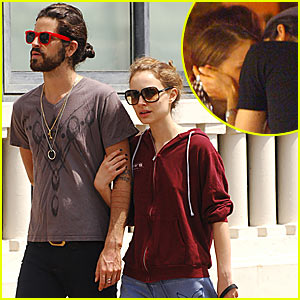 Natalie Portman & Devendra Banhart Caught Kissing in Cannes