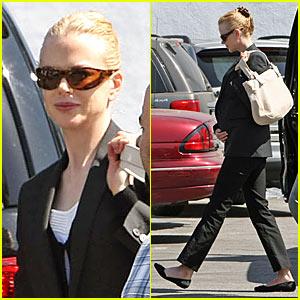 Nicole Kidman To Pose Pregnant and Nude?