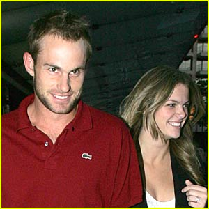 Andy Roddick is Down 4 Love