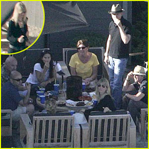 Courteney Cox Has a Backyard BBQ