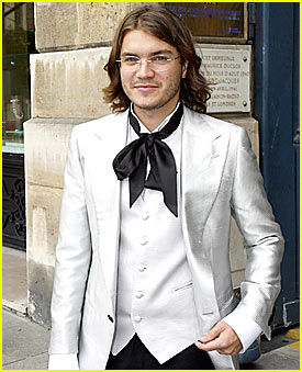 Emile Hirsch is Ribbon Tie Twisted