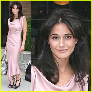Emmanuelle Chriqui is Perfect in Pink