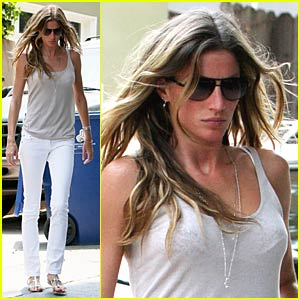 Gisele Bundchen is a Hollywood Hottie