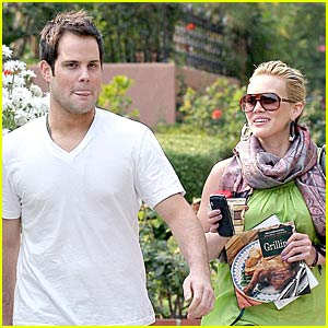 Hilary Duff Canoodles with Comrie