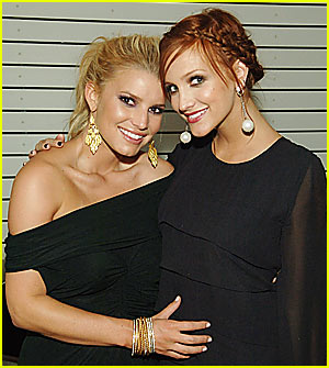 Jessica Simpson Holds Tight to Ashlee's Baby Bump