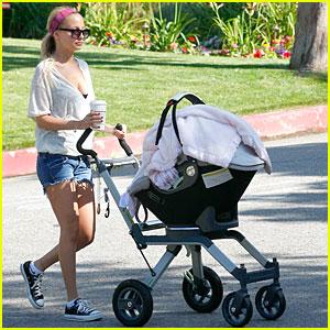 Nicole Richie's Stroller Safari