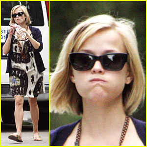 Reese Witherspoon's Gettin' Cheeky wit It
