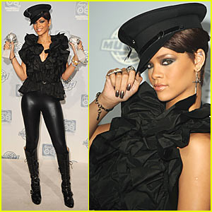 Rihanna Takes a Bow at MuchMusic