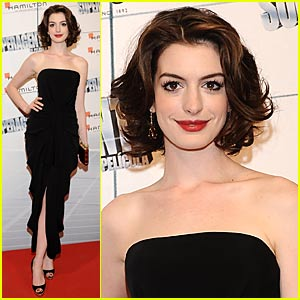 Anne Hathaway is a Marchesa Must