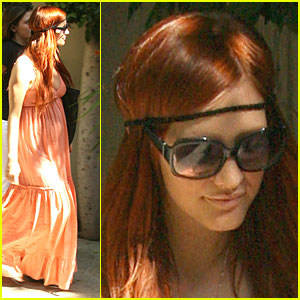 Ashlee Simpson is a Headband Hottie