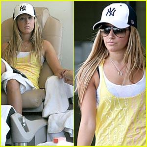 Ashley Tisdale: Let's Go Yankees!