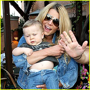 Jessica Simpson Practices Being An Aunt