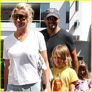 Faith Hill Brings Christmas Early