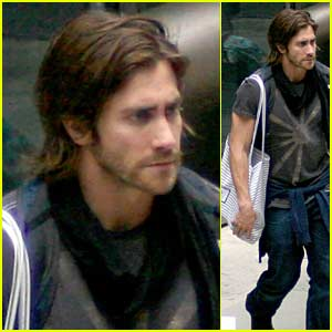 Jake Gyllenhaal Has Long Hair