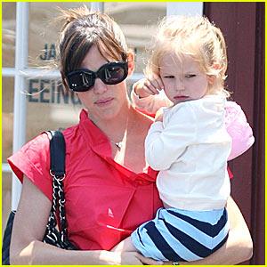 Jennifer Garner is a Country Mart Mom