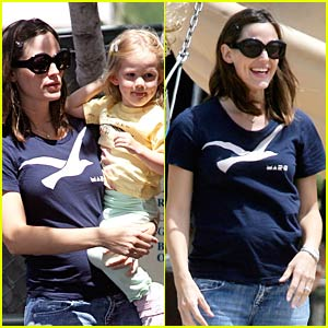 Jennifer Garner: Baby Bump Watch