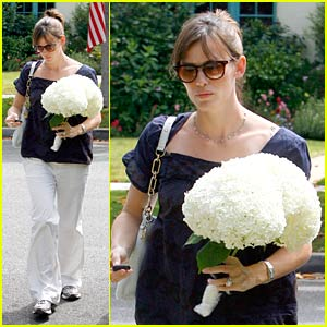 Jennifer Garner's Fun with Flowers