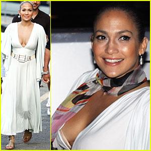Jennifer Lopez Has a Boat Bash