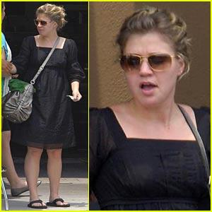 Kelly Clarkson is TOAST