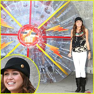 Miley Cyrus Bolts Across America