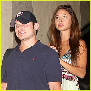 Nick Lachey and Vanessa Minnillo Jump for July 4th