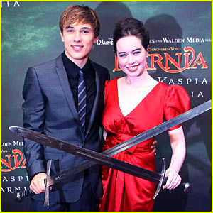 William Moseley & Anna Popplewell Cross Swords