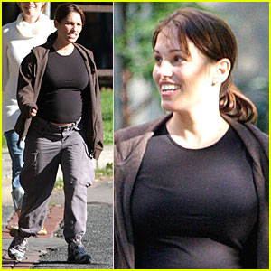 Amy Jo Johnson: Pink Power Ranger About to Pop!