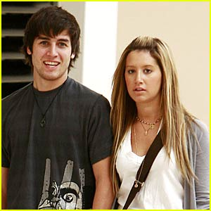 Ashley Tisdale is Mall-Manic