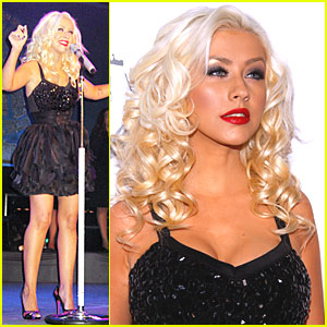 Christina Aguilera is Dubai Delicious