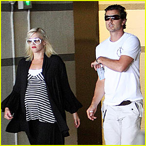 Gwen Stefani: Check In, Check Out, Check Up!