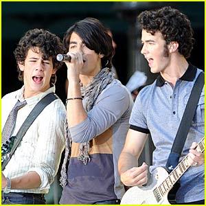 The Jonas Brothers Say Good Morning
