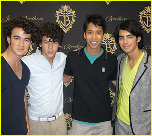 The Jonas Brothers Meet Just Jared