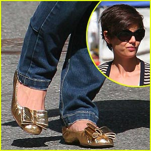 05e7612ad265 Katie Holmes Bows Out In Gold
