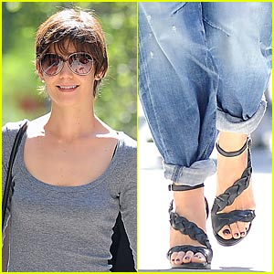 Katie Holmes: Sandals Saturday!