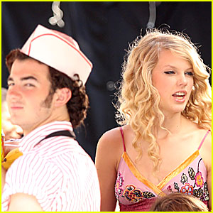 Kevin Jonas & Taylor Swift are a Cute Columbus Couple