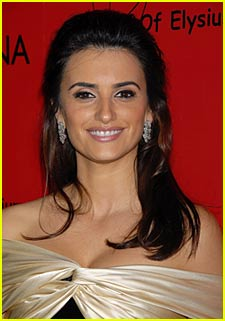 Penelope Cruz: It Was Crowded When Kissing Scarl