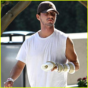 Shia LaBeouf's Broken Fingers -- FIRST PICTURES!