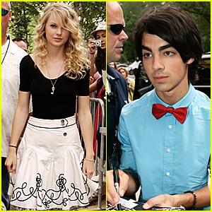 Taylor Swift Shoots Jonas Brothers 3-D Movie