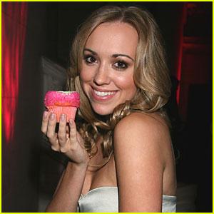Andrea Bowen Loves Cosmo Crumbs Cupcakes!