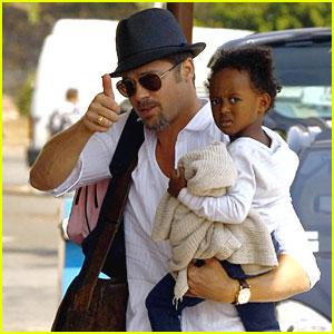 Brad Pitt and Zee: Thumbs Up!