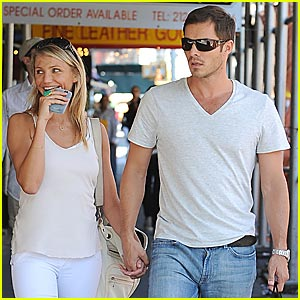 Cameron Diaz & Paul Sculfor Hold Hands