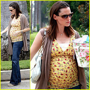 Jennifer Garner's Partying Baby Bump