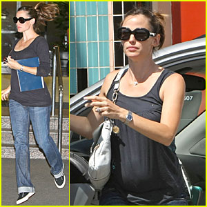 jennifer garner gets airborne jennifer garner just jared