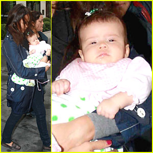 Jessica Alba Shows Off Baby Honor
