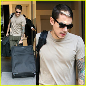John Mayer Leaves In A NY Minute